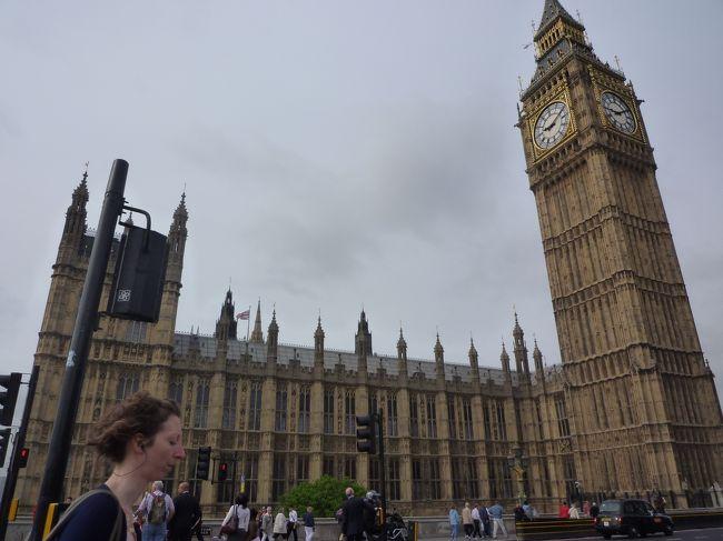 今年も一人で行く海外旅行を決行!<br />しかも、個人手配!(完全じゃないけど・・・)<br />トルノスのダイナミックパッケージツアーという、航空券とホテルがセットになったもので行ってきました。<br /><br />ダイヤモンドジュビリーのパレード目前のロンドンは町全体がユニオンジャックと女王だらけ☆<br />華やかな時に訪れることができて、いい思い出になりました。<br /><br />しかし、行く前は本当に一人行動なことに、心配で心配で小心者心で一杯。<br />けれど、何とかなりますね(^^)v<br />そんな、一人で行こうと考えてる方の参考?勇気?になればと、綴っていきます。<br /><br />ちなみに、英語は、言ってることは単語から推測できますが、<br />喋るのは単語のみ・・なレベルです(ーー;)