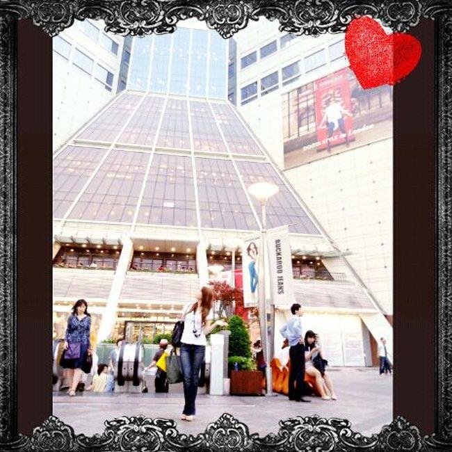 初めての韓国・ソウル!!!<br />福岡から超近いのに今まで行ったことなかったんです!<br />でも韓国コスメにハマりだしてから、行ってみたいと思いだし(だって安いから♪)<br />友達が韓国に嫁いでるので、遊びに行きたいとも思い、<br />思い切って一人で行っちゃいました♪<br /><br />すべて個人手配☆<br />【4泊5日】<br />航空会社:ティーウェイ航空(\12,250/LCC)<br />宿泊:ツアーイン春海(1日目)<br />   ナナレジデンス(2,3日目)<br />   ホテル サンビ(4日目)<br /><br />充実した5日間でした~♪<br />ウォン安最高♪<br /><br />韓国人or地元人と行動が多かったので、言葉の面ですごく助けられました~☆<br />(前回のイタリア同様、またもやおんぶに抱っこ(笑))<br />少しずつupしていきます☆<br /><br />2日目は明洞に移動!<br />レジデンスに2泊します☆<br />今日はコスメハントに色々街歩き♪<br />ソウル在住の友達と移動なので、安心安心…?(笑)<br />今回も某大な写真の量ですので、あしからず☆<br /><br />1日目はコチラ♪<br />http://4travel.jp/overseas/area/asia/korea/seoul/travelogue/10678498/<br />3日目はコチラ♪<br />http://4travel.jp/overseas/area/asia/korea/seoul/travelogue/10679144/ <br />4日目はコチラ♪<br />http://4travel.jp/overseas/area/asia/korea/seoul/travelogue/10679546/