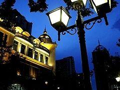 ★楊柳の綿毛舞う頃(4) −東洋の小パリ 中央大街周辺の昼と夜
