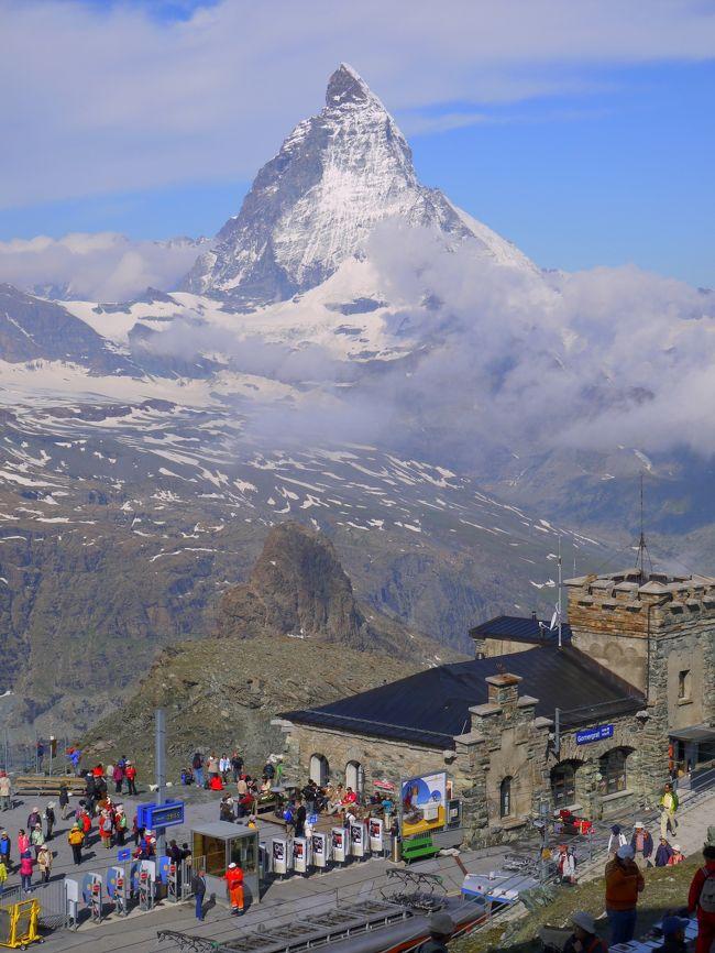 新婚旅行で『ドイツロマンチック街道とスイス2大名峰の旅』というツアーに参加しました。<br />その時のドイツの旅行記はすでに投稿済みで、今回はスイスの旅行記5つに分けて投稿しています。<br />ドイツも素敵な国でしたが、スイスはそれ以上に素晴らしく、虜になってしまいました。<br /><br />日本にいる時からマッターホルンとユングフラウヨッホ観光の日のお天気が気になって、毎日のように「ツェルマット10日間予報」や「ユングフラウヨッホ10日間予報」なるものを見ていました。<br />見ると『晴れ時々雨』や『雨』の予報ばかりで、気が気じゃありませんでした。<br />しかし当日は見事に晴れて、素晴らしい景色を見ることができました。<br />どなたかのブログで、<br />『スイスは晴れていないと楽しさが10分の1くらいになる』<br />と書かれていました。<br />10分の1と感じるのは人それぞれと思いますが、晴れれば最高です。<br />これからスイスに行かれる方は、何日か滞在できるスケジュールを組んで行った方が安心だと思います。<br /><br />私はたまたまお天気に恵まれましたが、氷河特急では雨に降られていたので今度は個人旅行で長く滞在できる旅にしたいと思っています。<br /><br /><br />ではでは旅行記をどうぞお楽しみください!<br />