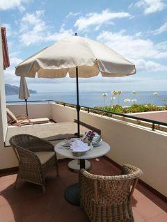 優雅なポルトガル旅・憧れのマデイラ島でバカンス♪ Vol65(第6日目昼) ☆マデイラ島フンシャル:高級ホテル「クリフ・ベイ」のスイートルームのテラスで優雅なランチ♪