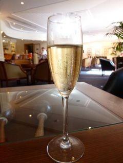 優雅なポルトガル旅・憧れのマデイラ島でバカンス♪ Vol70(第6日目夜) ☆マデイラ島フンシャル:「クリフ・ベイ」のイベント「シャンパン・ナイト」でシャンパンを頂く♪ディナーは「The Rose Garden」の豪華なブッフェを楽しむ♪