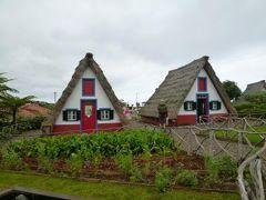 優雅なポルトガル旅・憧れのマデイラ島でバカンス♪ Vol92(第8日目午後) ☆マデイラ島サンタナ:「Santana」の伝統家屋が並ぶ公園は西洋の白川郷♪