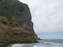 優雅なポルトガル旅・憧れのマデイラ島でバカンス♪ Vol93(第8日目午後) ☆マデイラ島ポルト・ダ・クルズ:「Porto da Cruz」の美しい小石の浜と丘の上の要塞♪