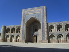 2011年秋ウズベキスタン旅行第4日目(2)ブハラ:双子の神学校コシュ・メドレセの一方でフッジャも見れたし屋上にも上った@
