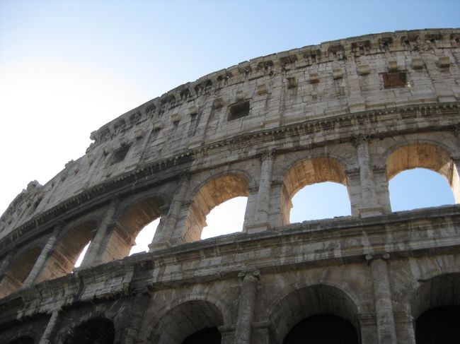 2012年7月、少し長い夏休みが取れたので、今年はイタリア旅行を計画しました。<br />ヨーロッパは3回目、イタリアは夫婦2人とも初めてです。古代ローマ遺跡、ナポリ、青の洞窟、アマルフィ、ポンペイ、フィレンツェ、ピサ、ベネチア、ベローナ、ミラノと8日間でイタリアを北上して回る少し駆け足のツアーでしたが、大満足の旅となりました。