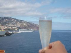 優雅なポルトガル旅・憧れのマデイラ島でバカンス♪ Vol97(第8日目午後) ☆マデイラ島フンシャル:「クリフ・ベイ」のスイートルームのテラスから豪華客船を見送る♪