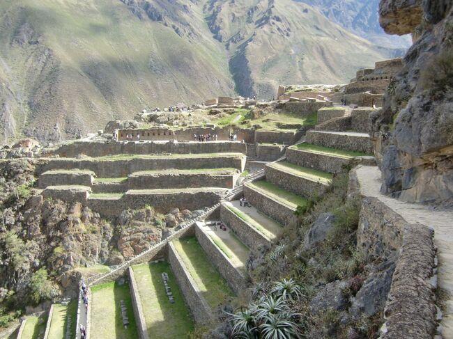 インディヘナの家、リャマ牧場、ピサックの市場、オリャンタイタンボの遺跡を廻った、インカの聖なる谷観光の続きです。<br />昼食を食べた後に訪れたオリャンタイタンボの遺跡をメインに報告します。さほど有名ではないですが、規模感もあるかなり素晴らしい遺跡でした。この様な遺跡がまだまださほど知られずにあるのか?インカ帝国恐るべし というのが率直な感想です。<br /><br />旅行日程<br /><br />□ 4/26 成田→ヒューストン→リマ          リマ泊<br />□ 4/27 リマ→クスコ→マチュピチュ村  マチュピチュ村泊<br />□ 4/28 マチュピチュ観光         マチュピチュ村泊<br />□ 4/29 マチュピチュ観光→クスコ         クスコ泊<br />■ 4/30 インカ聖なる谷観光            クスコ泊<br />□ 5/ 1 クスコ市内観光               クスコ泊<br />□ 5/ 2 クスコ→リマ リマ市内観光         リマ泊<br />□ 5/ 3 リマ→ナスカ ナスカ遊覧飛行      ナスカ泊<br />□ 5/ 4 ナスカ観光→リマ→(機中泊)        機中泊<br />□ 5/ 5 →ヒューストン→ロサンゼルス→(機中泊) 機中泊<br />□ 5/ 6 →成田<br /><br />■:当ページの旅行記で記述している部分です。<br /><br />この旅行の初日からご覧になりたい方は、こちらをどうぞ<br />http://4travel.jp/traveler/hanken/album/10672854/<br />