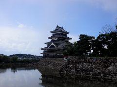 【国宝松本城】 お堀の鯉の餌におやきが犠牲に・・・・・・・・・・
