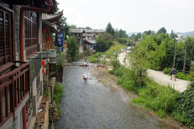 夏休みの1週間を使って、嫁さんと2人で雲南省を旅してきました。<br /><br />麗江、シャングリラ、大理、昆明をバスと列車で移動。<br /><br />下調べ不足で色んな人に道や移動手段を訪ねながら・・・。<br /><br />でも雲南の人たちはとっても親切で、目的地まで案内してくれたり、バスの乗り方を詳しく教えてくれました。<br /><br />今まで中国旅行でこんなに人が温かい場所は無かったな~。<br /><br />そんなこんなで夏の雲南を満喫しました。