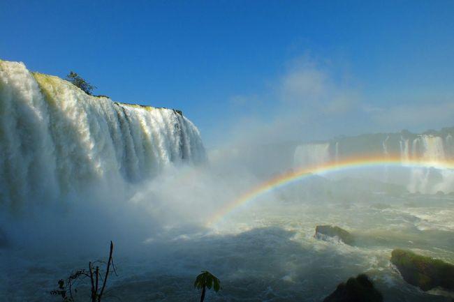 ずっと憧れていたマチュピチュ遺跡を中心に、イグアスの滝を含めた12日間の旅です<br /><br />夜遅くの到着、早朝の出発、一日のうち気温が夏から冬まで上下するといった少しハードな旅でしたが、<br />天気は上々、全ての観光を思ったよりスムーズに終えることが出来、大満足でした<br /><br />1日目 セントレア→成田→ロサンゼルス→リマ(ペルー)<br />2日目 リマ(ペルー) 深夜到着<br />    リマ市内観光<br />3日目 →ビスコ<br />    ナスカの地上絵<br />    →リマ<br />4日目 →クスコ<br />    クスコ市内および近郊の遺跡観光<br />    →オリャイタイタンボ→マチュピチュ<br />5日目 マチュピチュ遺跡観光<br />6日目 マチュピチュ遺跡観光 太陽の門へ<br />    →オリャイタイタンボ→クスコ<br />    クスコ市内観光<br />7日目 →リマ→ブエノスアイレス(アルゼンチン)<br />8日目 ブエノスアイレス市内観光<br />9日目 →イグアス<br />    イグアスの滝(アルゼンチン側)観光<br />    →ブラジル側に移動<br />10日目 イグアスの滝(ブラジル側)観光<br />    →リマ<br />11日目 リマ→ロサンゼルス→成田 <br />12日目 成田→セントレア  <br />
