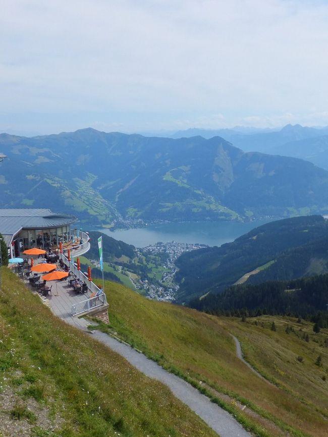 ザルツブルグから、REXで1時間35分、ツェルアムゼーに日帰りで行ってきました。2000m級の山シュミッテンへーエにケーブルカーで登り、Gr WiesbachhornやKitzsteinhornを鑑賞できます。