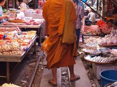 ◆バンコク ローカル線の旅++++メークローン折りたたみ市場
