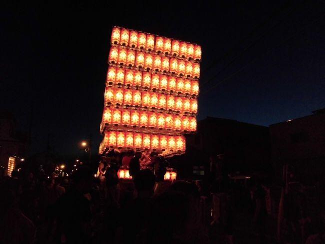 2012/9/16に、岸和田だんじり祭りに行ってきました。<br /><br />昔は、穀物がたくさん取れるよう祈願したお祭り。<br />今は、年に一度の、豪快な祭りのようです。<br /><br />都会で、地域とは稀薄に暮らす私には、<br />だんじりで、地域と強く結びついている人々が<br />うらやましく感じました!<br />根付いてる感じです。<br /><br />祭りを見物している間に、<br />何台もの救急車が、目の前を通過します。<br />やはり、怪我人も出ている模様です。<br /><br />滅多に見られないお祭りは、刺激的でかつ楽しかったです♪<br /><br />