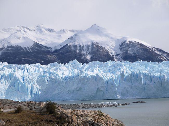 今回は、カラファテ滞在2日目の旅行記。<br /><br />ペリトモレノ氷河でトレッキング、そして、展望台からペリトモレノ氷河を見学しました。<br /><br />トレッキングはやって本当によかった!!