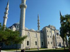 クルーズから戻って見えた金角湾の丘の上のスレイマーニエ・ジャーミィー(モスク)が近そうだったので急遽観光する事に。