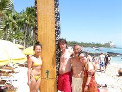 娘と倅がサーフィン kuhioビーチで