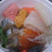 釧路のランチは勝手丼。和商市場でいただきました。