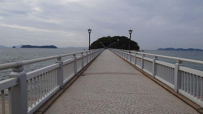 三河湾に浮かぶ小さな島・・・竹島は、島全体が神域で、その対岸が竹島公園になっていました。<br /><br />今では、竹島まで橋が架かっていて、自由に行き来できます。<br /><br />竹島公園の近くに広い駐車場があり、其処に車を停めて竹島まで徒歩で渡ることもできます。<br /><br />ワシは、日本列島を歩いて往復した後なので、ここは竹島まで渡らず手前の公園内だけを散策しました。<br /><br />サイト<br />http://www.pref.aichi.jp/0000009969.html