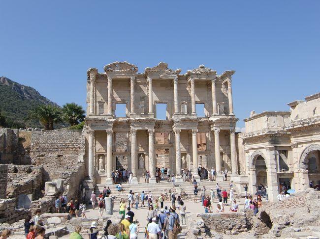 今日はペルガモン遺跡、エフェソス遺跡、<br />明日行くはずのパムッカレの石灰棚に行きます