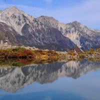 秋晴れの八方尾根を行く~白馬三山映る八方池~