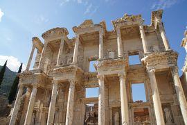 20121024 セルチュク エフェスの古代遺跡で、猫を眺めていたり、フレスコ画を見たり