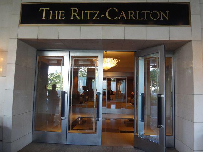 東京六本木のホテル『THE RITZ-CARLTON TOKYO』のクラブフロアに<br />宿泊してきました。<br /><br />毎回リッツカールトンのクラブフロアの宿泊費が<br />最安値になるのを狙っています。(笑)<br /><br />最近だと赤ワインのボトルが付いて45,087円というお得なプランが<br />出ました。<br />その時は、都合が合う人が居なかった為、今回は赤ワイン無しで<br />45,087円~という料金で宿泊してきました。<br /><br />『ザ・リッツ・カールトン東京』のクラブフロアだと<br />いつも5~6万円台なので一応激安プランになると思います。<br /><br />東京タワー側はプラス4,746円の49,833円~で泊まれます。<br /><br />今回も隅から隅まで写真に収めたいと思います。<br />http://www.ritzcarlton.com/ja/Properties/Tokyo/Default.htm