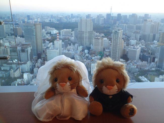六本木の高級ホテル『ザ・リッツ・カールトン東京』の<br /><br />ザ・リッツ・カールトン クラブフロアから朝の東京タワーと<br /><br />東京スカイツリーを眺めます。<br /><br />リッツカールトンオリジナルのぬいぐるみもツーショットで<br /><br />写真に収めました。<br /><br />ホテルのレストラン【ザ・ロビーラウンジ&バー】、【タワーズグリル】<br /><br />【クラブラウンジ】でモーニングブッフェの様子もどうぞ。