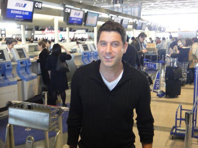 ANAのCクラスでドイツへ行ってきました。<br /><br />成田国際空港12:20発 ANA0209便 <br />フランクフルト・マイン国際空港到着予定時刻は16:35。<br /><br />空港やラウンジ、機内でいろんな有名人を見掛けました。<br /><br />まずは成田のラウンジ『ANA LOUNGE』内と全日空ビジネスクラスの<br />機内の様子を載せます。