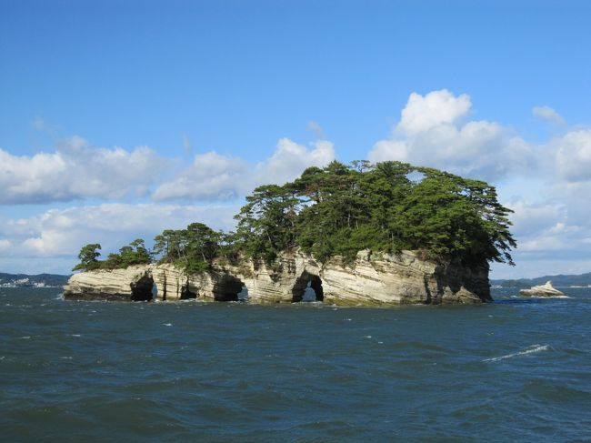 10月の末に宮城県の松島に行ってきました。<br />行くきっかけは忘れましたが、とにかく海に行きたい!!<br />という思いがあったように思います。<br /><br />あと松島は牡蠣が有名と聞いていたので、<br />絶対に牡蠣は食べたい!!あと仙台の牛タンも!<br />と結局はそこに行きつくという(笑)<br /><br />旅行記テーマが一応、歴史・文化・芸術となっていますが、<br />私自身あまり歴史には詳しくないのでその辺はご了承ください(^^;)