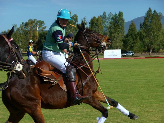 今回ケレタロまで来た主な目的は、Balvanera Polo &amp; Country Clubで行われる友人のお嬢さんが出場する障害飛越のメキシコ国内選手権の応援と敷地内のポロ競技場で行われるメキシコで初めてのブリティッシュ・ポロ・デイの試合の観戦でした。<br />British Polo Dayと言うだけあって、在メキシコ英国大使もご夫君と観戦されていました。(大使は女性です)<br /><br />写真はイートン校OBチームのプレーヤー