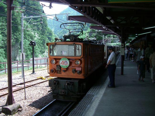 2011年夏の旅行はゲーム「コロニーな生活」で北陸地方を制覇する旅に出かけてきました。<br />1泊目は能登の和倉温泉に宿泊、2泊目は富山市で宿泊して日本百名居酒屋へも行けていい旅になりました。
