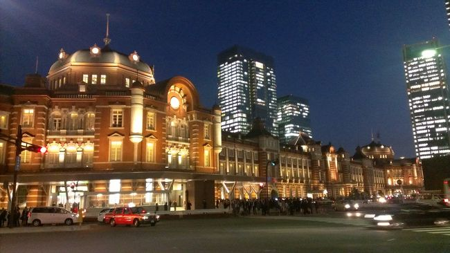 東京駅の赤レンガがとてもきれいです。<br />そして、丸の内界隈も日比谷方面へ素敵な電飾に飾られています。<br /><br />夜、ライトアップを見に丸の内ビルと東京駅に行ってきました。<br /><br />仕事帰りや、出張の際など、東京に来た時に短時間でできます。<br /><br />ぜひ東京駅へ足へ運んでみてはいかがでしょうか?