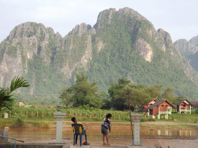 これもちょっと前の旅ですが、<br />タイ東北部ウドンターニーからバスを乗り継いでビエンチャン、バンビエン、ルアンパバーンへ行ってきました。一人旅です。<br /><br /><br />1.バンコク−ウドンターニー FD3360(Air Asia)<br />2.ウドンタニー−ビエンチャン BUS <br />3.ビエンチャン−バンビエン BUS<br />4.バンビエン−ルアンパバーン MINIBUS<br />5.ルアンパバーン−チェンマイ QV635(Lao Airlines)