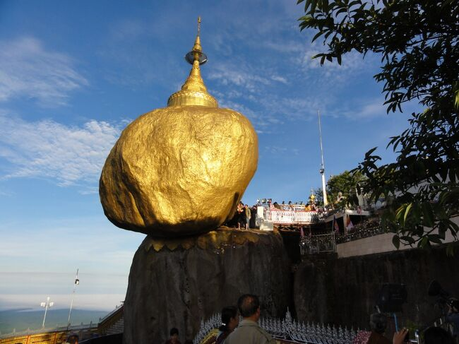 2012年を象徴する文字は『金』、ミャンマーのゴールデンロックを目指す。