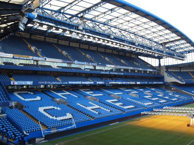 ロンドン二日目。<br />朝からチェルシーのホームスタジアム、スタンフォードブリッジへ・・・。<br />街中にあるこじんまりしたスタジアム。<br /><br />午後は観光名所を駆け足で巡り、またまた息子はヘトヘトに(苦笑)<br />