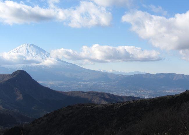 2013年登り初めは、登り納めのわずか4日後 ~明るい尾根道から新春の富士を愛でる《明神ヶ岳(箱根)》~