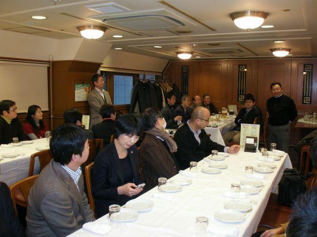 2013年2月16日(土)新宿で第2回延辺日本人会日本支部(仮称)首都圏交流会が開催されました(第1回は2012年1月23日)。<br /><br />写真は乾杯時の様子です。挨拶して下さったのは春節の休みを利用し帰省されていた、吉林省図們市にある日系企業・天三(延辺)木業新産品開発有限公司の花垣雅夫さん(右側で起立)。図們には北朝鮮からの出稼ぎ者が急増しているようです。<br /><br />日時:2013年2月16日(土)17:30〜19:30(2時間)<br />   ※受付は17時より。時間制ですので定刻通りスタートします。 <br />場所:ビヤレストランライオン 新宿ライオン会館 6F<br />    http://r.gnavi.co.jp/g160501/map/<br />費用:4,500円 料理6品、飲み放題プラン<br />   <br />その他:中溝正俊会長より最新の延辺情報をお話し頂きます。<br /> <br />連絡先:延辺日本人会 日本支部  <br />   ※参加可能な方はメールにてお申し込み下さい。
