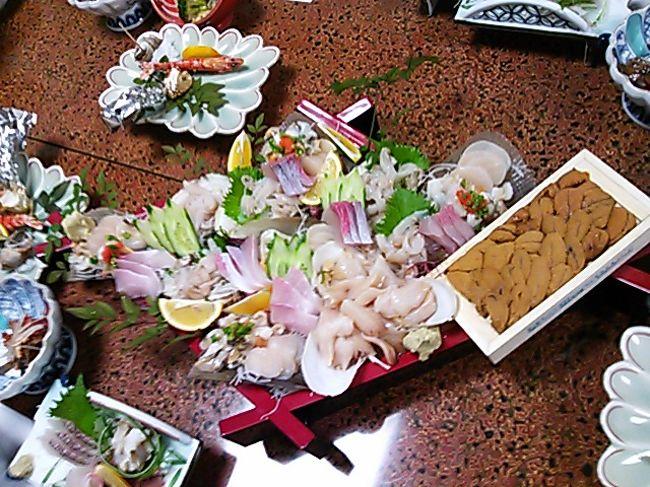 母が、佐賀に焼き物を見に行きたい。とのことで、家族で行ってきました。<br />ついでに(?)、美味しい海鮮料理も堪能してきました。<br />私は今まで、特別、焼き物には興味があるわけではなかったのですが、<br />意外にも見ているととても楽しく、飽きることもなく、たくさんの芸術品を見て、感性が磨かれた気がします。<br />著作権のこともあると思いますので、焼き物そのものについては、写真のアップは控えさせて頂いています。
