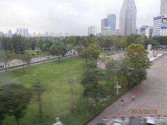 bkk2回10日曜1朝ルンピニ公園、早朝のタニヤ通り