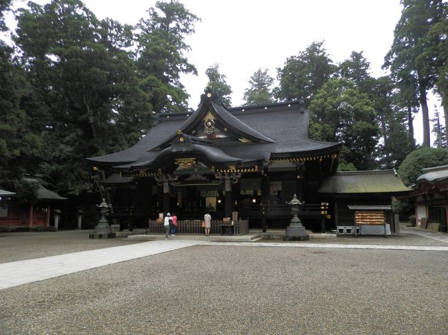 """現在の日本は47都道府県に分かれてますが、江戸時代までは六十余の州に別れてました。<br />各州ごとに筆頭の神社があり、これらは「一之宮」と呼ばれています。<br />その「諸国一之宮」を公共交通機関(鉄道/バス/船舶)と自分の足だけで巡礼する旅。<br />3カ所目は上総国(千葉県北部)の香取神宮を訪ねました。<br /><br />【香取神宮】<br />[御祭神]経津主大神(ふつぬしのおおかみ)<br />[鎮座地]千葉県香取市香取<br />[創建]神武天皇18年(紀元前643年)<br /><br />【追記】<br />「諸国一之宮""""公共交通""""巡礼記[下総国]香取神宮」を全面改稿し、ブログ「RAMBLE JAPAN」にて「一巡せしもの〜下総國一之宮[香取神社]」のタイトルで連載しております。<br /><br />ブログ「RAMBLE JAPAN」<br />http://ramblejapan.blog.jp/<br />http://ramblejapan.seesaa.net/<br />(上記のURLの内容は、どちらも同じです)<br /><br />ご訪問、お待ちしております!"""