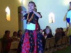 夕食時の民族舞踊・・・動画から静止画を切り出した写真集