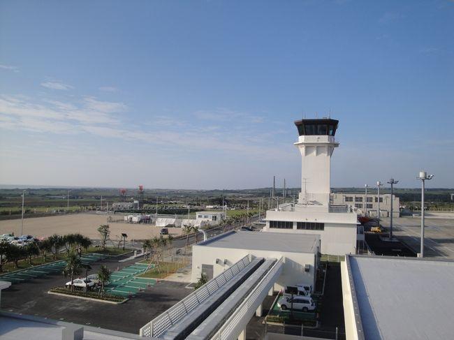 2013 3月7日 新石垣空港が開港しました。RUNWAYは、1500mから2000mに延長されました。<br />B737だけでなくB767も就航することが可能になりました。空港が市内から遠くなりました<br />(バスで30分 520円 TAXIだと3000円程度)<br />開港2日めに出かけてきました。<br />(3月8日) JTA71 羽田-石垣 到着後 川平に向かいダイビング<br />(3月9日) ダイビング<br />(3月10日) JTA600 石垣-那覇 JAL906 那覇-羽田 <br /><br />※DIVE SERVICE<br /> 海講座 http://www.umicoza.com/