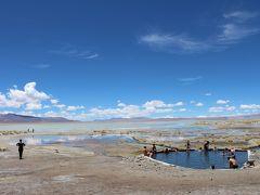 中高年だって行って見た~い!雨季のウユニ塩湖、サン・ペドロ・アタカマ、チリ・パタゴニア観光~NO.5 天空の地に色鮮やかなラグーンが点在する不思議な世界、突如現れる奇妙な岩に白い噴煙が立ちのぼる温泉・・・Laguna Colorada/Laguna Verde/Laguna Blanca /Sol de Manana Geysers and Termas de Polques Hot Springs