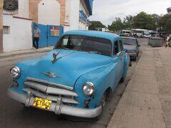 ハバナ旧市街に泊まってクラシックカ−を見て歩きました!    日中なら一人で歩いても治安の心配は全く無し♪
