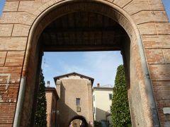 春の優雅なイタリア中部・サンマリノ巡り旅♪ Vol7(第2日目午前) ☆DOZZA(ドッザ):イタリア美しき村「DOZZA」の城門と美しい美術♪