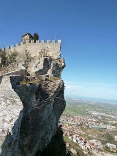 春の優雅なイタリア中部・サンマリノ巡り旅♪ Vol34(第4日目午後) ☆サンマリノ:「Rocca Guaita」(ロッカ・グアイタ)から「La Cesta」(チェスタ塔)へ絶景の尾根を歩く♪♪