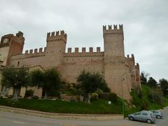 春の優雅なイタリア中部・サンマリノ巡り旅♪ Vol52(第5日目午後) ☆グラダーラ(Gradara):城壁に囲まれた中世村グラダーラ♪メインストリート散策と城壁周囲を歩く♪