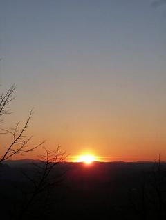 春の優雅なイタリア中部・サンマリノ巡り旅♪ Vol65(第6日目午後) ☆サンマリノ:「Grand Hotel SanMarino」スイートルームから素晴らしい夕陽を眺めて♪