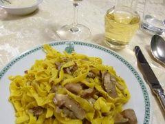 春の優雅なイタリア中部・サンマリノ巡り旅♪ Vol66(第6日目夜) ☆サンマリノ:地元の人で賑わう「Ritrovo XXVIII Luglio」で絶品のパスタを頂く♪